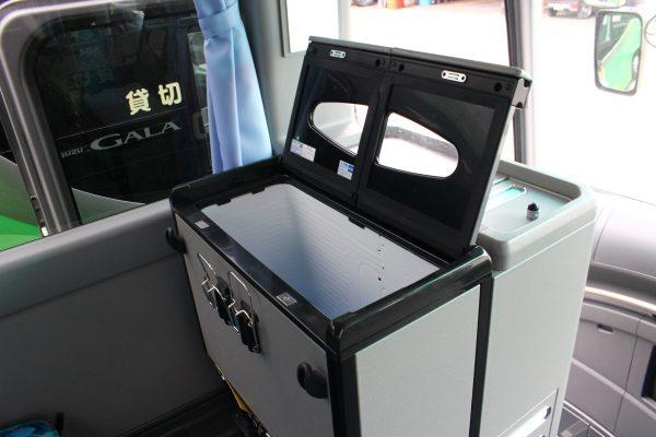 沖縄・貸切バス(おろくバス)大型バス・冷蔵庫