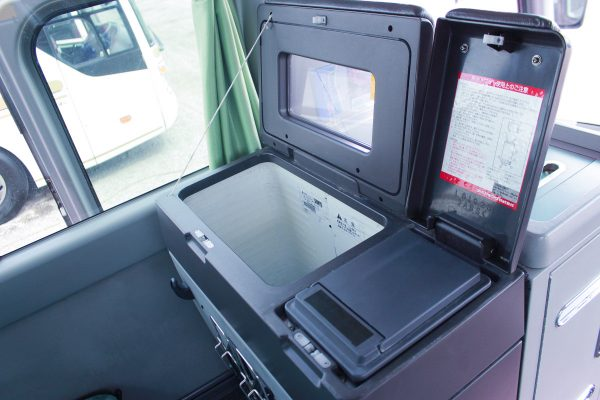 沖縄・貸切バス(中央交通)大型バス・冷蔵庫・給湯器