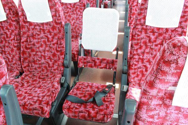 沖縄・貸切バス(ゆいバス)大型バス・車内・補助席オープン