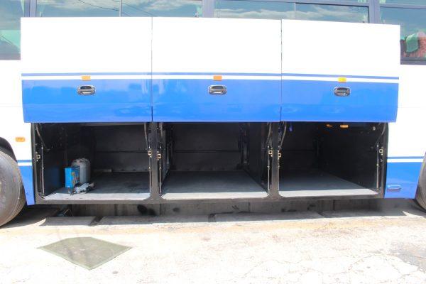 沖縄・貸切バス(ゆいバス)大型バス・トランク